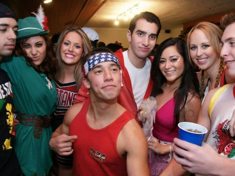 5 Tips to Get Laid at College Parties - LifeAfterDating.com